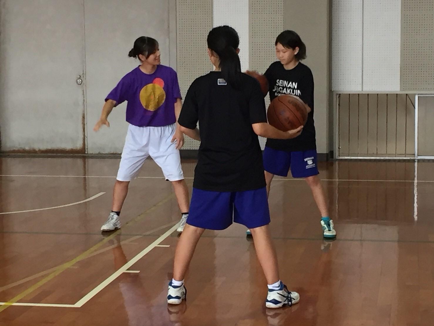 西南女学院大学バスケ部員の指導